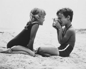 kids-on-beach-with-camera